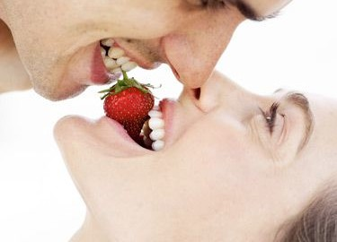 54f5fb6753547_-_1-couple-sharing-strawberry-lgn